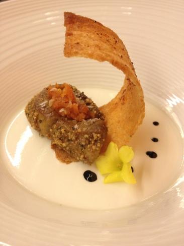 Foie-grass Poêle, cuajada de oveja laxa, zanahoria, naranja y regaliz Varias Brut Reserva (D.O. Cava)