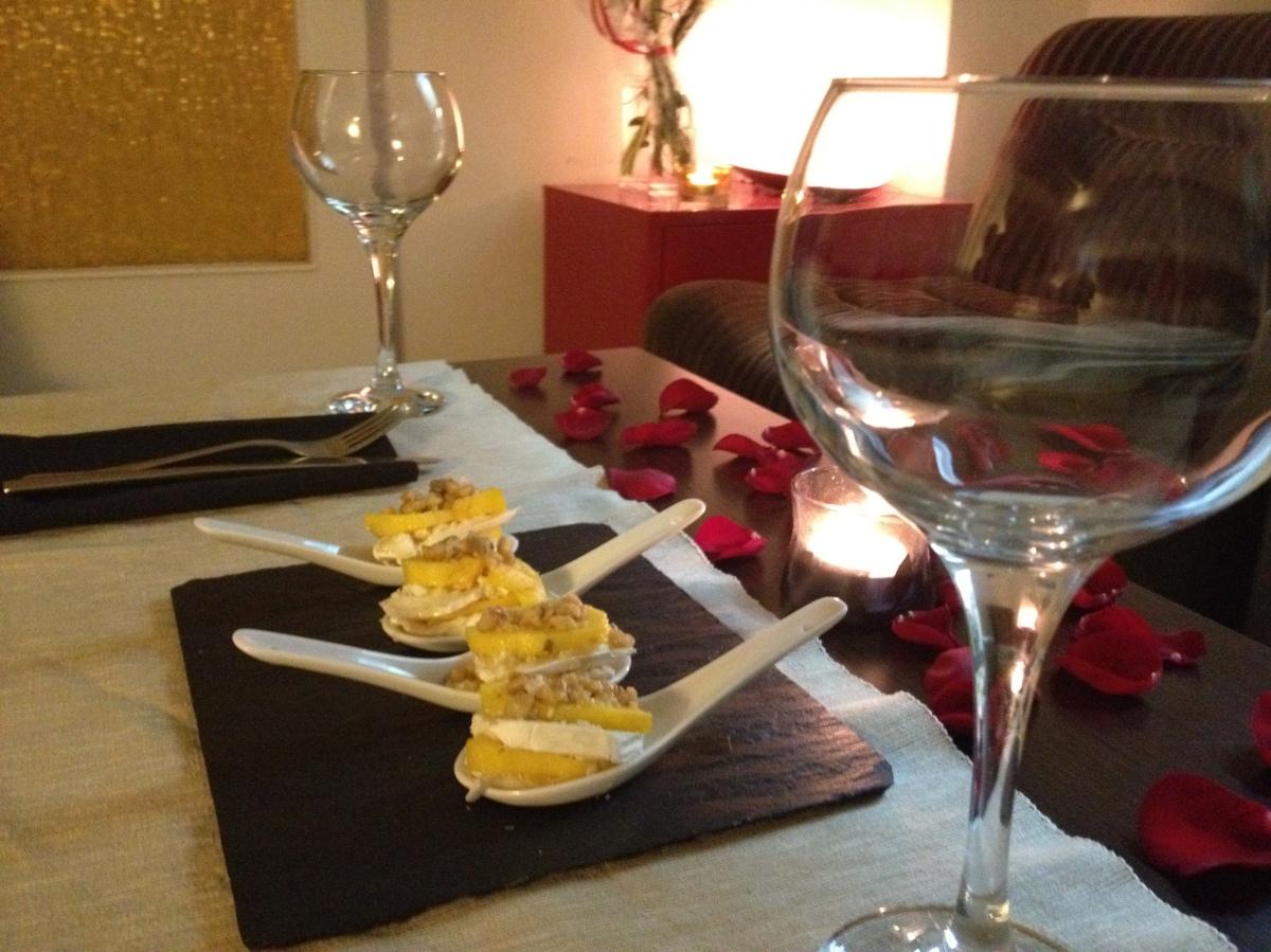 Cucharita de milhojas de mango y queso de cabra