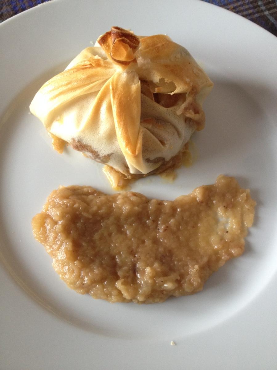 Saquitos de solomillo de cerdo y foie con compota de manzana de Merceditas